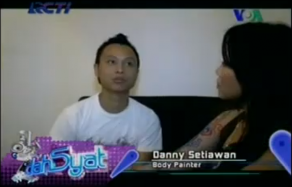 Danny Setiawan, body painter on RCTI Okezone