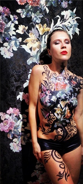 Russian flowers bodypainting