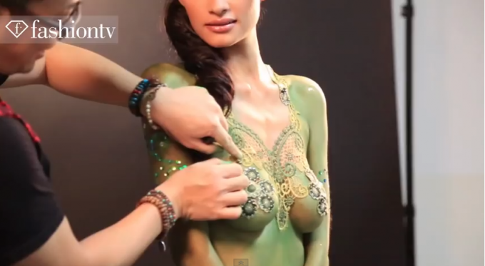 Body_painting_in_Jakarta