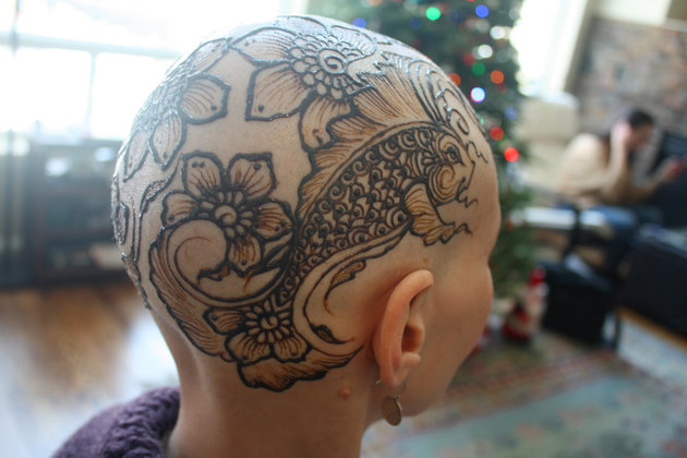 Artist Creates Beautiful Henna Crowns For Cancer Patients Undergoing Chemotherapy