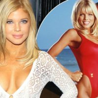 Baywatch star Donna D'Errico strips naked and covers body in paint for eye-popping shoot